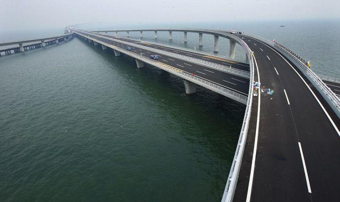 Мост через морскую бухту цзяочжоу был